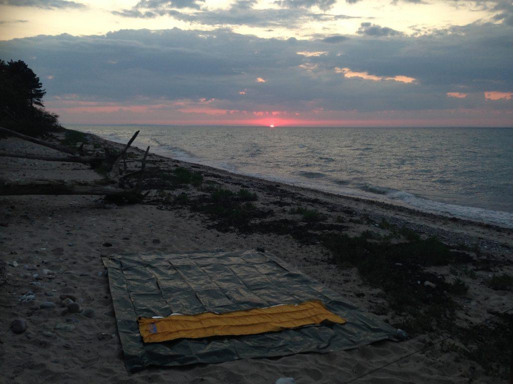 Primitiv overnatning på stranden vaerude.dk