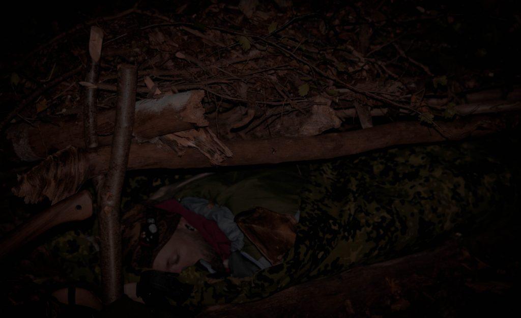 sov i et debris shelter