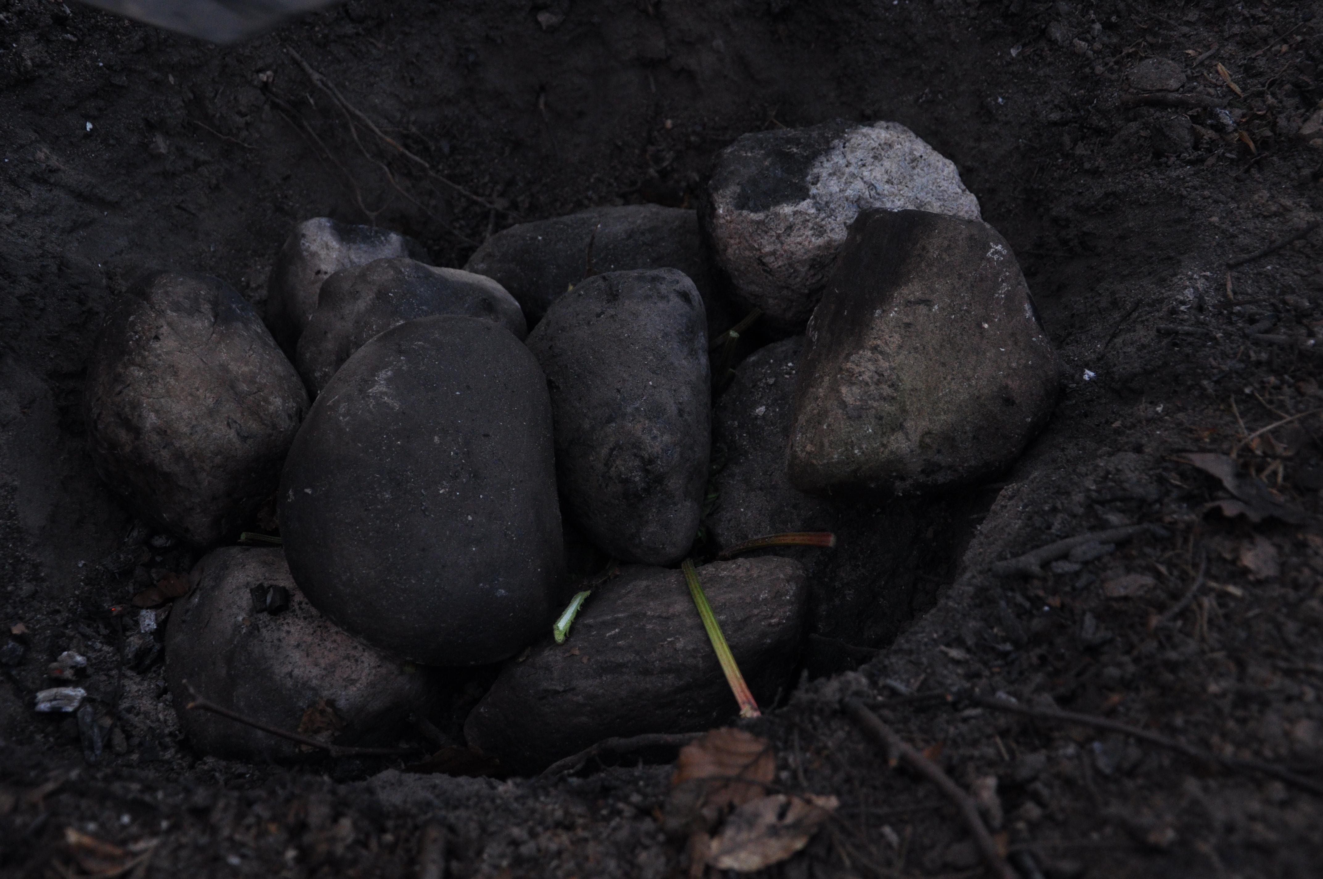 Madlavning med varme sten i sydegrube vaerude.dk