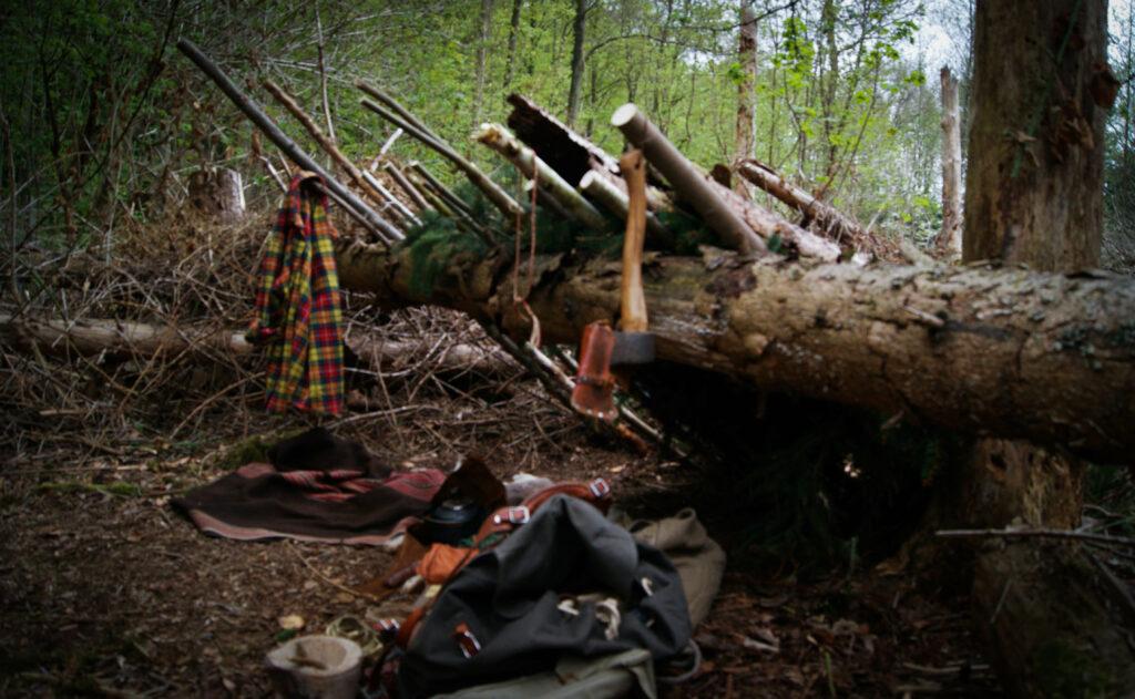 Bushcraft debris shelter i Danmark værude.dk