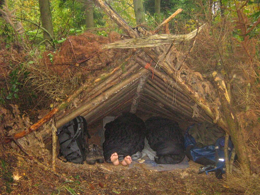 Shelter af naturmaterialer